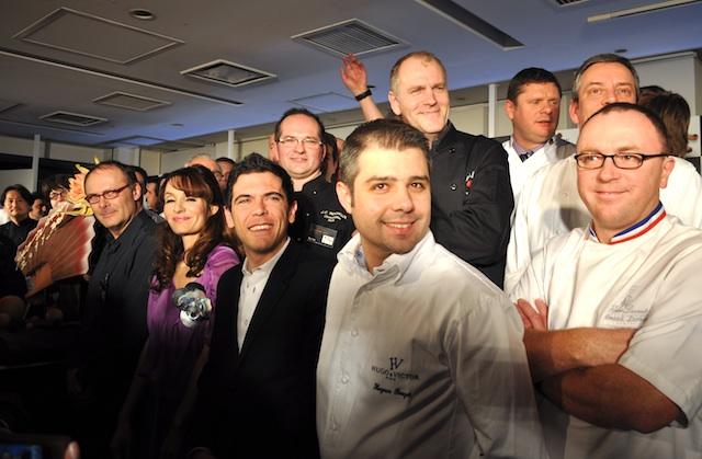 左からジャン=ポール・エヴァン、クレモンティーヌ、シルヴァン・ブラン、ユーグ・プジェ他、36人のショコラティエ集結