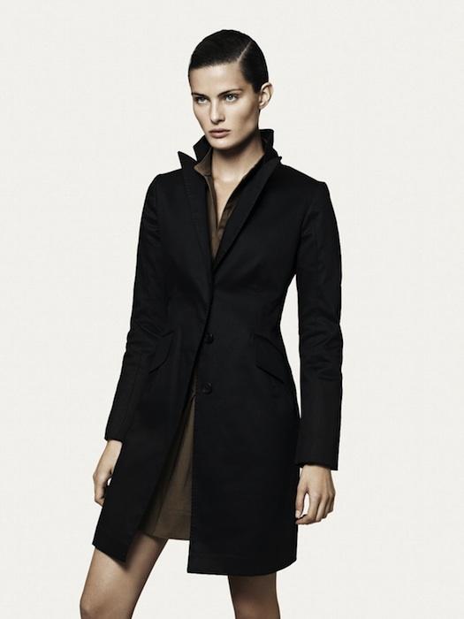 ジャケット17,900円、ドレス9,990円