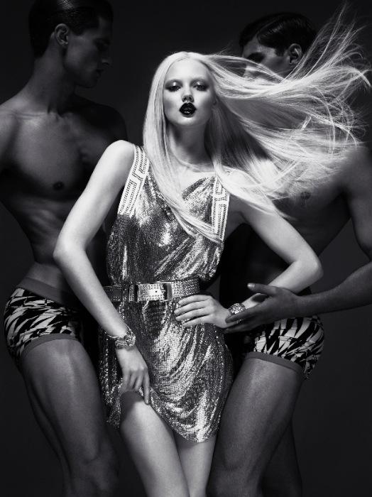 VERSACE for H&M Campaign Image/ MERT ALAS & MARCUS PIGGOTT