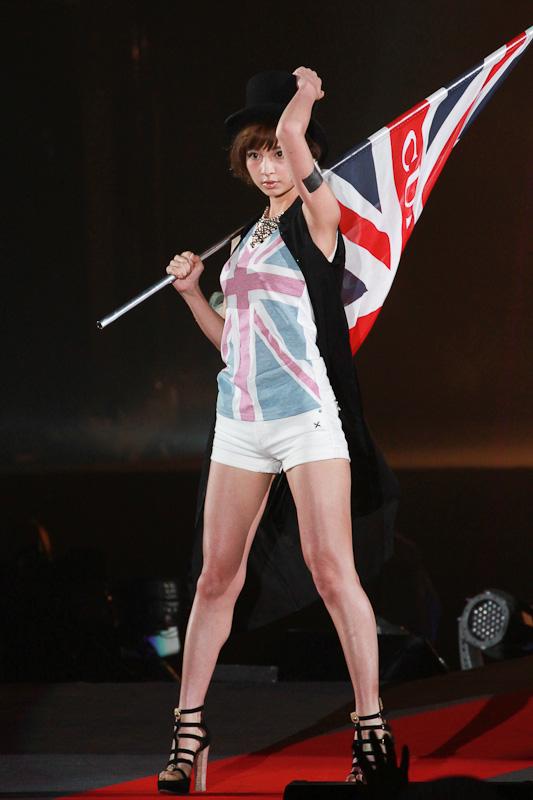 トップモデルはAKB48の篠田麻里子