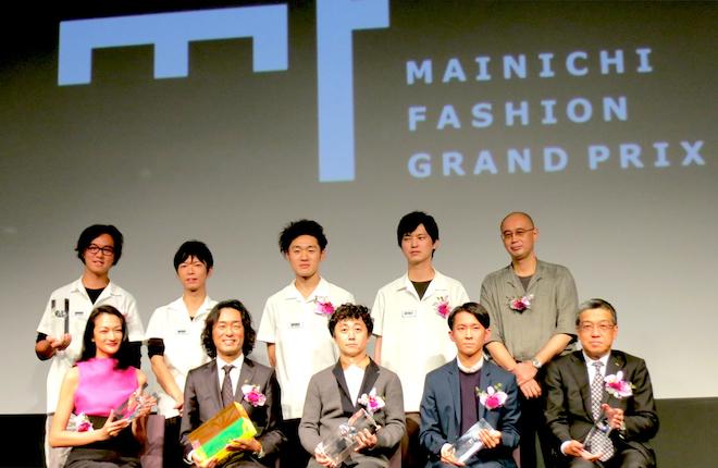 大賞はkolorのデザイナー阿部潤一(前列中央)