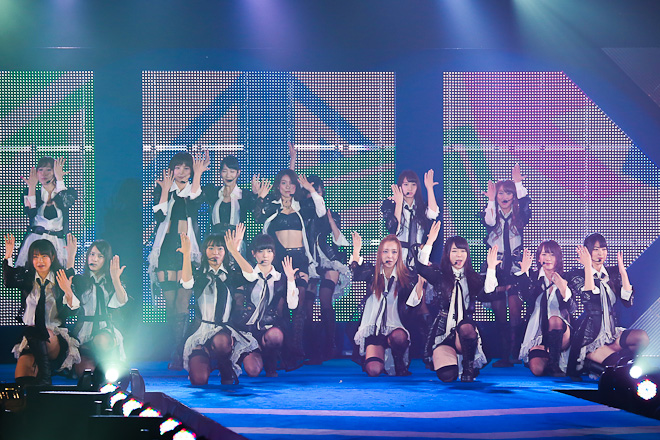 目玉ゲストのAKB48登場