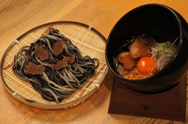 BLACK STYLE(黒トリュフ・トロカツカレーつけ麺)¥3,000 ※スカルどんぶり付き