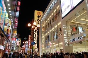 関西初「フォーエバー21」大阪道頓堀の繁華街にオープン