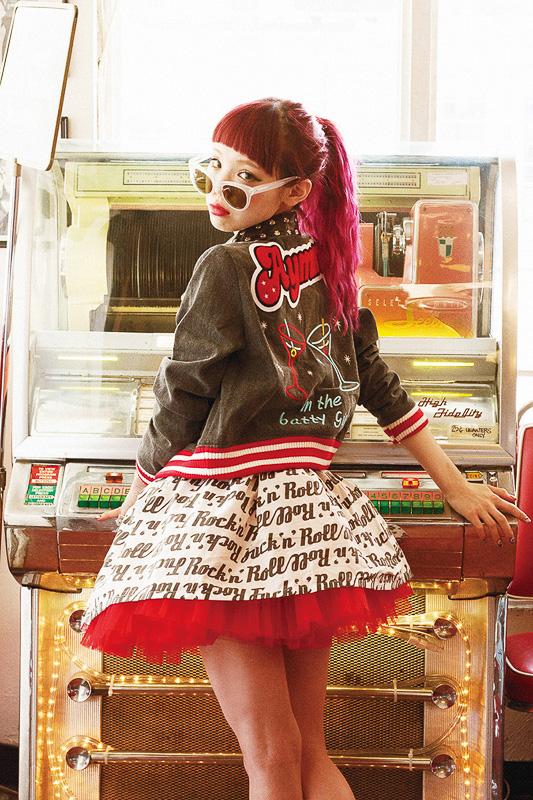 Aymmy in the batty girlsのウェアと瀬戸あゆみ