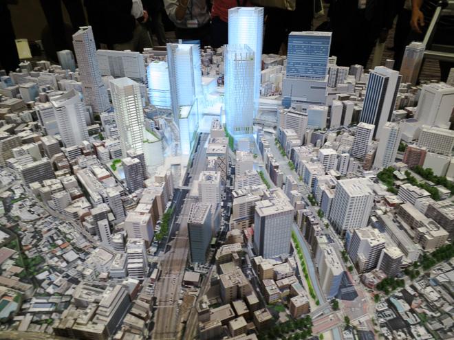 将来の渋谷駅前を1/500スケールで表現した大型都市模型