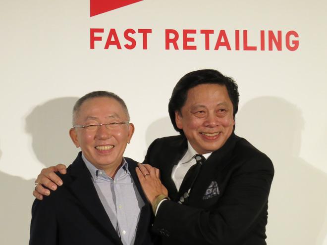 (左から)柳井正 代表取締役会長兼社長、ジョン C ジェイ
