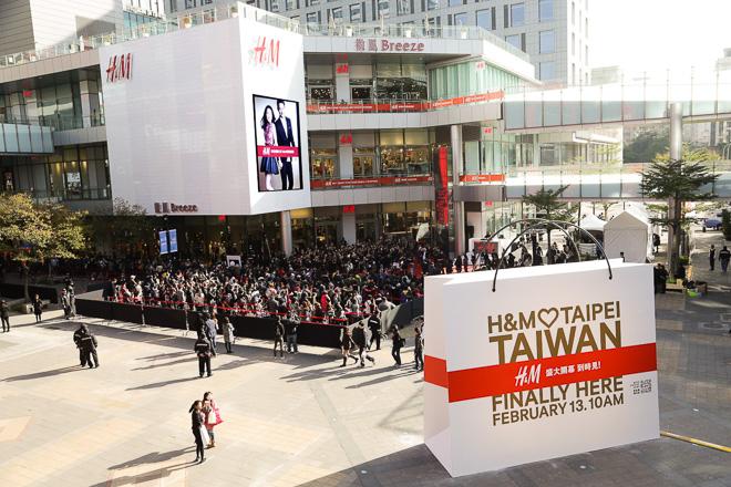 H&M 台湾1号店 オープン時の行列