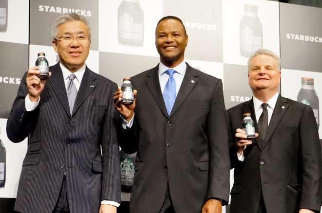 (左から)サントリー北川廣一氏、スターバックス・コーポレーションのマイケル・コンウェイ氏、デビット・ハンソン氏