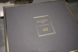 「バルマン×H&M」発売前日から整理券配布