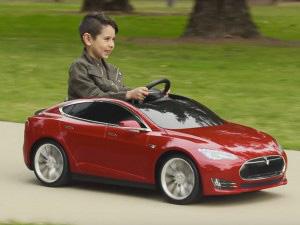 テスラ 子供用の電気自動車を開発の画像