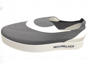 月面歩行の感覚を味わえるスニーカー「MoonWalker」が人気の画像