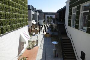 横浜みなとみらいにオープンモール型の商業施設「マリン&ウォーク」全25店舗を公開