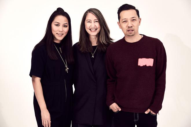 H&Mアン・ソフィー・ヨハンソン(中央)と、オープニングセレモニーのキャロル・リム(左)&ウンベルト・リオン(右)