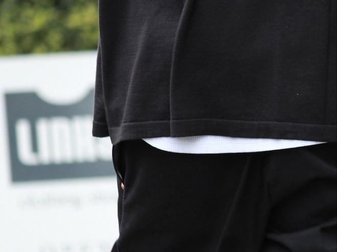 ブルゾンと合わせた時にバランスが取れる着丈のインナー5選の画像