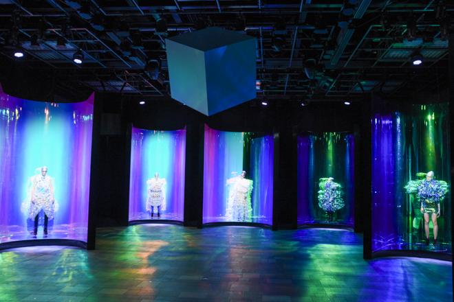 パリオートクチュールコレからの凱旋公演的インスタレーションの画像