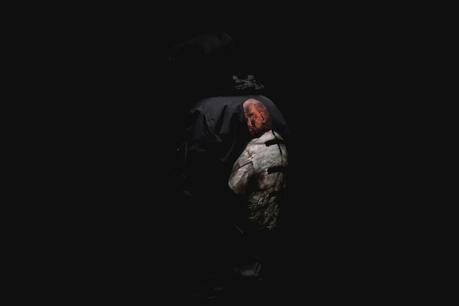 クラシックペインターがカニエ・ウェストやリアーナの姿をジャケットにハンドペイントの画像