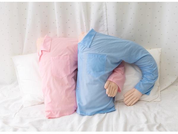 彼氏は不要?一人寝も淋しくないボーイフレンドピローが発売の画像
