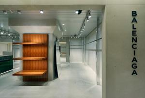 「バレンシアガ」デムナのディレクションによる関東初のブティックがオープン