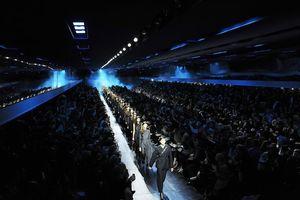女性デザイナーが描く新生Dior 秋冬コレクションは「ブルー」一色に