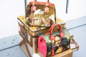 ルイ・ヴィトンがジェフ・クーンズとコラボ、西洋絵画の傑作がバッグに