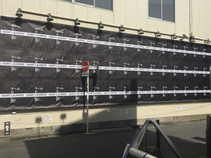 サンローランが原宿・表参道エリア3カ所でストリートポスティングを実施