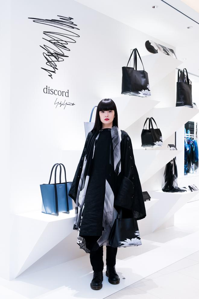 「ディスコード ヨウジヤマモト」ビジュアルのモデルを務めた秋元梢