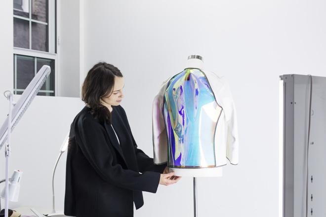 【インタビュー】「服がスクリーンになればコミュニケーションが変わる」新進デザイナーが見据える未来の画像