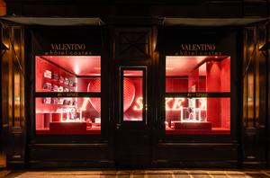 ヴァレンティノがホテルに限定店オープン、セルフィーコンテストも