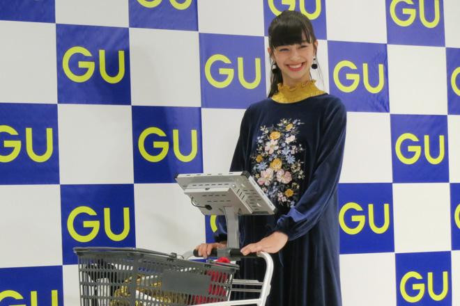 「ジーユー横浜港北ノースポート・モール店」に来店した中条あやみ
