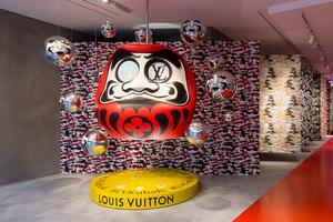 動くだるまの仕掛けや山本寛斎オマージュ「ルイ・ヴィトン」世界唯一の限定店が表参道に