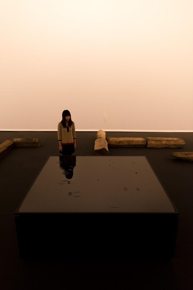坂本龍一+高谷史郎「waterstate 1(水の様態1)」2013年 / 撮影:丸尾隆一(YCAM) / 写真提供:山口情報芸術センター[YCAM]