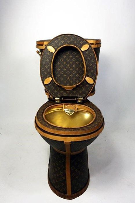 ルイ・ヴィトンのバッグを解体して作った世界一高級なトイレ登場の画像