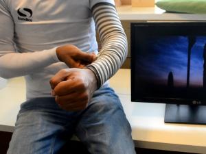 ジェスチャーを感知する衣類センサー「smart sleeve」に注目
