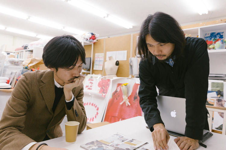 左)玉井健太郎 右)山縣良和