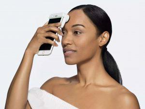 肌の状態をチェックできるiPhone連携デバイス「SkinScanner」今夏発売の画像