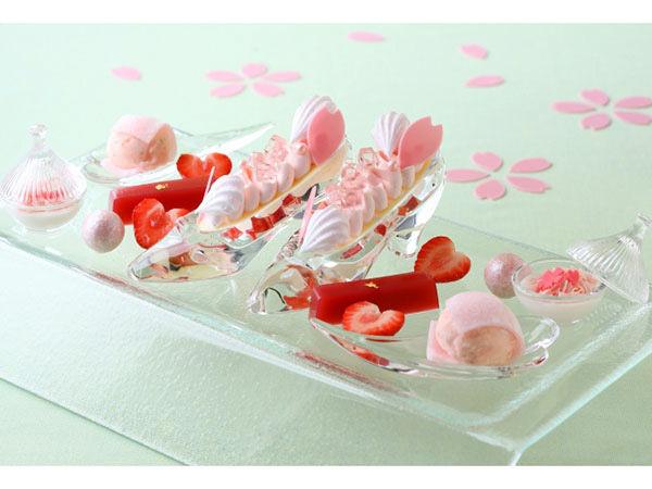 春を先取り、ガラスの靴に入った桜スイーツが登場の画像