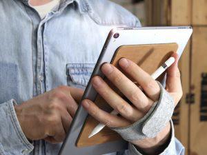 iPadユーザー必見、スタンドやホルダーとして使える「TabStrap」登場