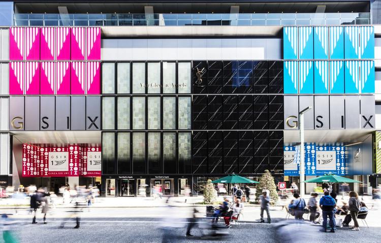 ダニエル・ビュレン 《GINZASIXのエントランスのための三角形》 2018年 © DB – ADAGP, Paris & JASPAR, Tokyo, 2018 G1226