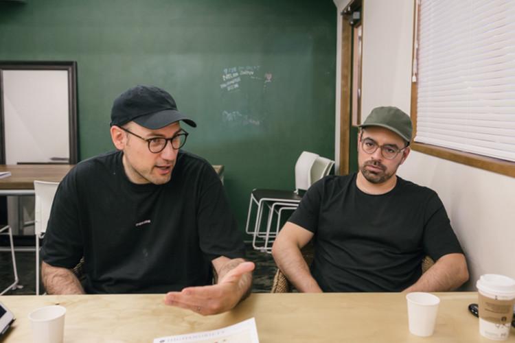 (左から)デヴィッド・フィッシャー、ジェフ・カルヴァーリョ