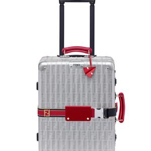 フェンディ×リモワ、新色のコラボスーツケースが登場