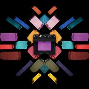 ナーズ、リキッドパウダーアイシャドーから全76種の新色発売