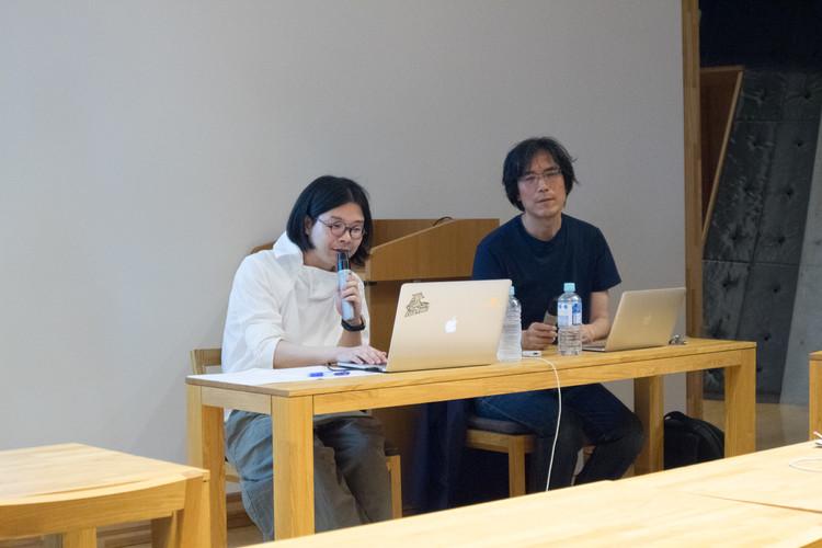 (左)長見佳祐氏