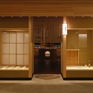 フランスの老舗美容薬局「ビュリー」京都店、和洋折衷の空間がオープン