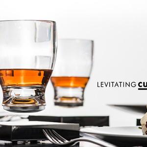 宙に浮かぶグラス「LEVITATING CUP」が登場