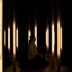 日本初、瞑想専用スタジオ「ムオン」が新宿にオープン