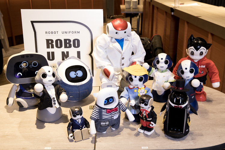 ファッションショーに登場したロボット