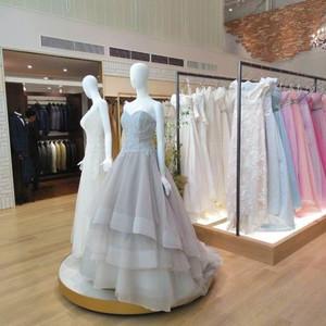 ウェディングドレスのプリマカーラ、表参道に初の路面店