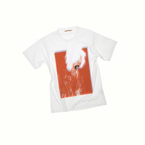 アクネがヴィヴィアン・サッセンにフィーチャーしたTシャツ発売