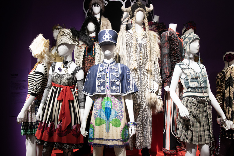 「THE WORLD OF ANNA SUI」展